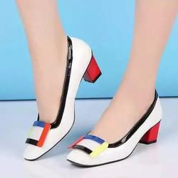 Giày cao gót đế vuông đảm bảo được độ bền chắc chắn NEW