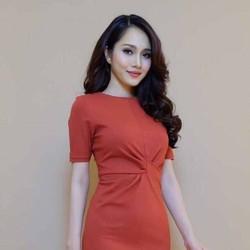 Đầm body cổ tròn tay con xoắn eo xẻ tà cực xinh