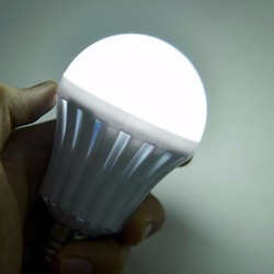 Đèn led thông minh tự sáng khi mất điện công suất 12W