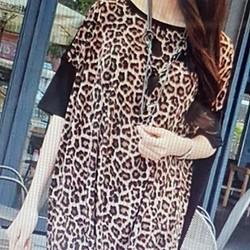 Áo thun nữ kiểu dáng sành điệu, phong cách cá tính.