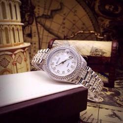 Đồng hồ nữ hột giờ sang trọng