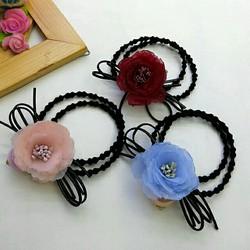 Cột tóc hoa hồng ngọc châu