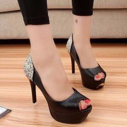 Giày cao gót đính kim tuyến sang trọng