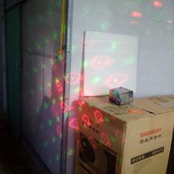 Babashop A1 Đèn lazer di chuyển chớp theo nhạc