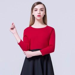 Set áo thun đỏ tay lỡ và chân váy xòe