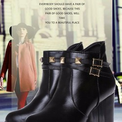 Giày boot da trang trí đinh tán