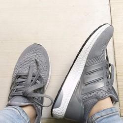 Giày thể thao sneaker UltraBoost màu ghi sáng, đẹp và bền, nam