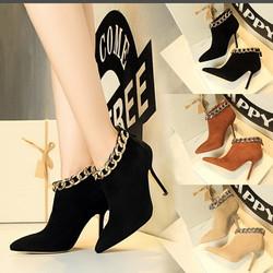 Giày boot cao gót mũi nhọn cổ viền xích