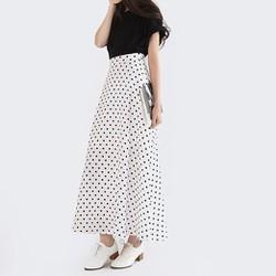 chân váy chấm bi dài