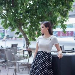 Đầm xòe trắng phối chân váy chấm bi