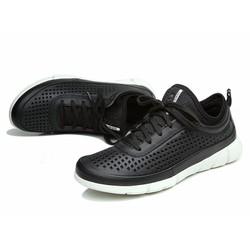 Giày nam da mềm, bề mặt có lỗ thoáng giúp đôi chân được thoải mái