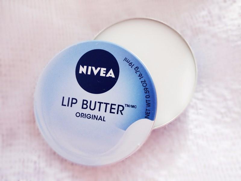 Son dưỡng môi Nivea Lip Butter 1