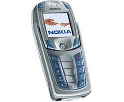 Khi gấp lại, trông 6820 chẳng khác gì những chiếc điện thoại truyền thống.