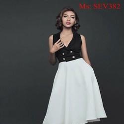 Sét áo kiểu sát nách cổ V đính nút và chân váy xòe xinh đẹp SEV382