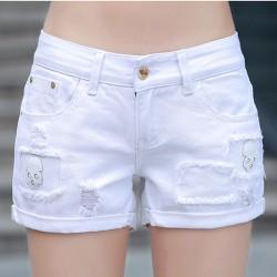 Quần shorts nữ với thiết kế đầu lâu độc đáo dễ dàng phối đồ 120