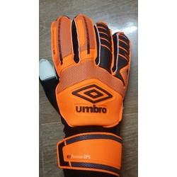 Găng tay thủ môn Umbro cam đen