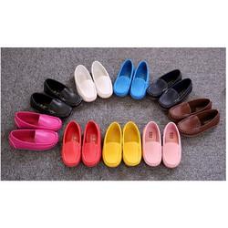 Giày moka màu sắc đa dạng