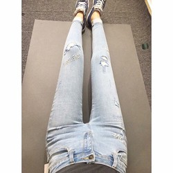Quần Jean Skinny thêu chữ hàng hiếm Vnxk xịn, chất jean co giãn.