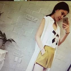 Bộ áo quần nữ thiết kế thời trang, phong cách trẻ trung.