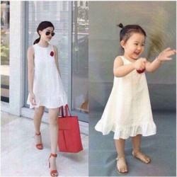 Đầm suông đính hoa trẻ trung cho mẹ và bé