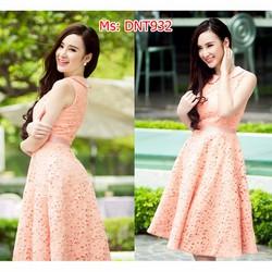 Đầm ren cổ sen giống Phương Trinh