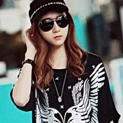 Áo thun nữ thiết kế độc đáo, phong cách Hàn.