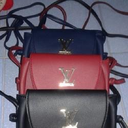 Túi đeo chéo giả da chữ LV  cho bạn nữ thêm trẻ trung