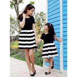 Đầm cho mẹ và bé viền sọc ngang