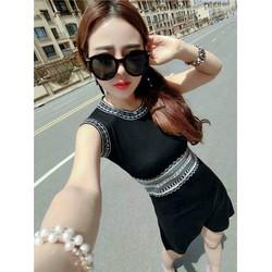 Đầm body họa tiết gồm trắng và đen