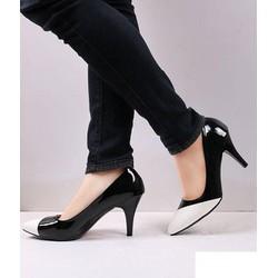 Giày cao gót đen phối trắng Vita
