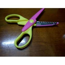 kéo cắt răng cưa