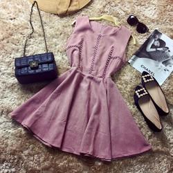 Đầm da lộn pha ren