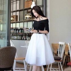 Set bộ áo tay lỡ trễ vai và váy xòe trắng