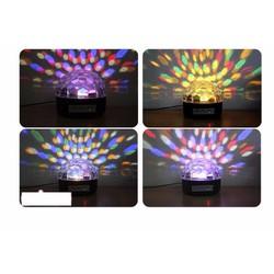 Đèn pha lê 7 màu xoay cảm ứng theo nhạc
