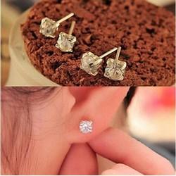 Bông tai kim cương xinh xắn BT07
