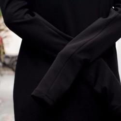 áo thun dài tay xỏ ngón đen