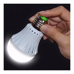 Bóng đèn tích điện 12W sáng đc đc 4 tiếng khi cúp điện