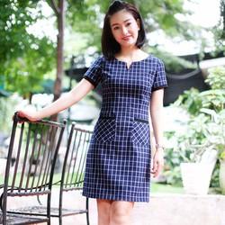 Đầm suông công sở Caro vuông