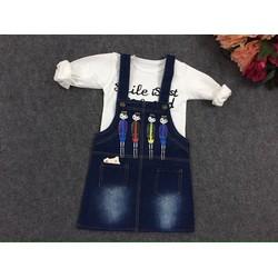Đầm yếm jean cô gái kèm áo trong