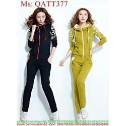 Sét thể thao nữ áo khoác nón phối tay hoa văn và quần dài QATT377