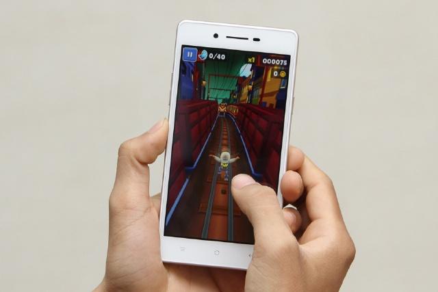 OPPO Neo 7s - Cấu hình tốt giúp máy chơi game, lướt web ổn định