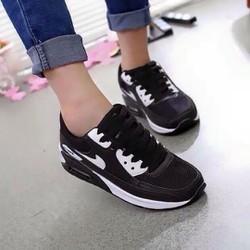 Giày thể thao nữ màu đen