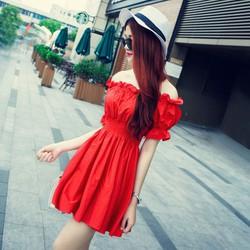 Đầm đỏ dạo phố cực xinh