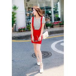 Set đầm đỏ ghi lê và áo sọc đen trắng