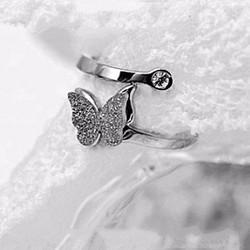 Nhẫn ti-tan con bướm phun cát màu trắng