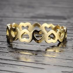 Nhẫn ti-tan trái tim đẹp màu vàng tươi sang trọng giá rẻ