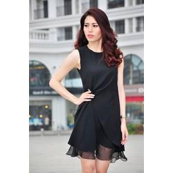 Đầm suông đen cài trâm