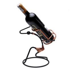 Kệ rượu hình người cõng rượu FtraMart
