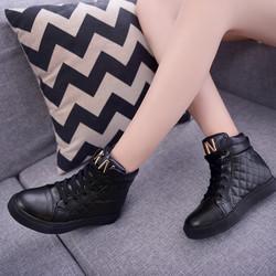 Giày sneaker nữ cao cổ phong cách Hàn Quốc TT059D