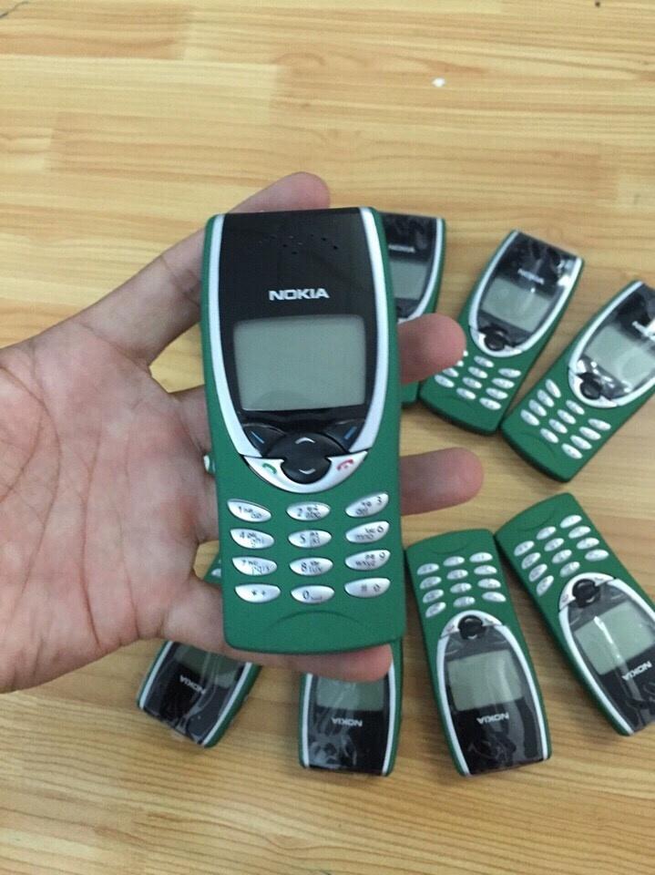 Nokia 8210 1
